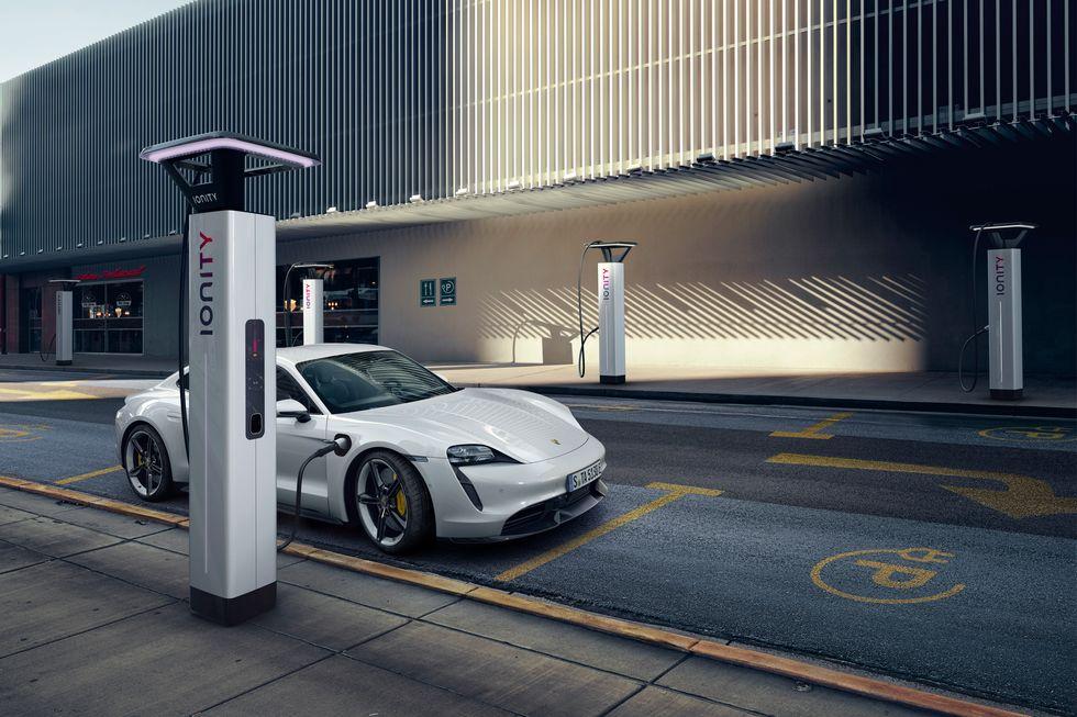 The New 2020 EV Porsche Taycan