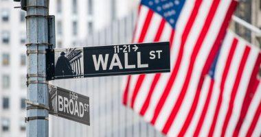 "Tech stocks drag Wall Street down as ""leadership-less market"" prevails"