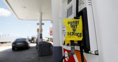 U.S. fuel shortage eases but many pumps remain dry